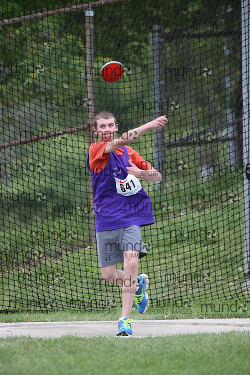 Cameron Boutin of ESC L'Alliance -Iroquois Falls competes in the midget boys discus at the 2013 OFSAA Track and Field Championship in Oshawa Ontario, Thursday,  June 6, 2013.<br /> Mundo Sport Images / Sean Burges