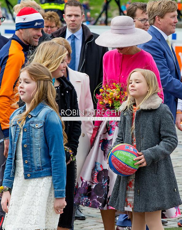 27-4-2016 ZWOLLE - De prinsessen Amalia, Alexia en Ariane hebben woensdag in Zwolle voor het eerst deelgenomen aan het hele programma van Koningsdag. Alexia, die in februari in Lech haar bovenbeen brak, trok af en toe wat met haar been, maar legde ook tot eigen tevredenheid de hele route af. Er was nog een primeur. De prinsesjes gaven ook hun eerste televisie-interviews.  Kingday in Zwolle , King Willem-Alexander, Queen Maxima, Princess Amalia, Princess Alexia and Princess Ariane is April 27, 2016 attended the celebration of King's Day in the town of Zwolle, in the province of Overijssel. Prince Constantijn and Princess Laurentien, Prince Maurits and Princess Maril&egrave;ne, Prince Bernhard and Princess Annette, Prince Pieter-Christiaan and Princess Anita and Prince Floris and Princess Aim&eacute;e are also provided at Kingday in Zwolle. COPYRIGHT ROBIN UTRECHT<br /> 27-4-2016 ZWOLLE - Koningsdag in Zwolle Koning Willem-Alexander, Koningin Maxima, Prinses Amalia , Prinses Ariane en prinses Alexia zijn 27 april 2016 aanwezig bij de viering van Koningsdag in de gemeente Zwolle, in de provincie Overijssel. Prins Constantijn en Prinses Laurentien, Prins Maurits en Prinses Maril&egrave;ne, Prins Bernhard en Prinses Annette, Prins Pieter-Christiaan en Prinses Anita &eacute;n Prins Floris en Prinses Aim&eacute;e zijn ook aanwezig bij Koningsdag in Zwolle. COPYRIGHT ROBIN UTRECHT