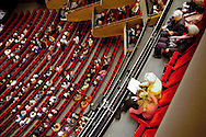 """Oper für das Volk...Die Hamburgische Staatsoper in der Hamburger Neustadt gehört zu den weltweit führenden Opernhäusern und blickt auf eine über 300-jährige Geschichte zurück. Das Orchester des Hauses sind die Philharmoniker Hamburg (ehemals ,,Philharmonisches Staatsorchester Hamburg"""""""