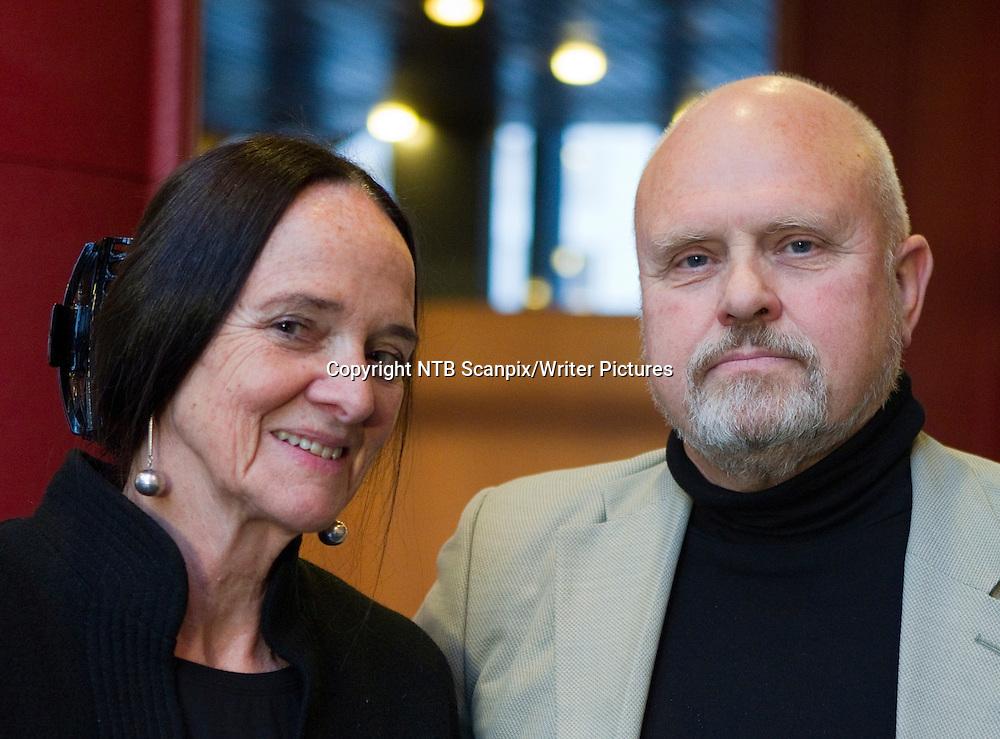 Oslo  20101110.<br /> Elisabeth Aasen f&Acirc;r Spr&Acirc;kprisen 2010 for bokm&Acirc;l i sakprosa og Jon Hellesnes f&Acirc;r Spr&Acirc;kprisen for nynorsk. Prisene ble delt ut under Spr&Acirc;kdagen 2010 i Oslo Konserthus, onsdag.  Foto: Berit Roald / Scanpix<br /> <br /> NTB Scanpix/Writer Pictures<br /> <br /> WORLD RIGHTS, DIRECT SALES ONLY, NO AGENCY