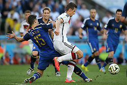 13.07.2014, Maracana, Rio de Janeiro, BRA, FIFA WM, Deutschland vs Argentinien, Finale, im Bild vl. Miroslav Klose (GER) gegen) Martin Demichelis (ARG) // during Final match between Germany and Argentina of the FIFA Worldcup Brazil 2014 at the Maracana in Rio de Janeiro, Brazil on 2014/07/13. EXPA Pictures © 2014, PhotoCredit: EXPA/ Eibner-Pressefoto/ Cezaro<br /> <br /> *****ATTENTION - OUT of GER*****