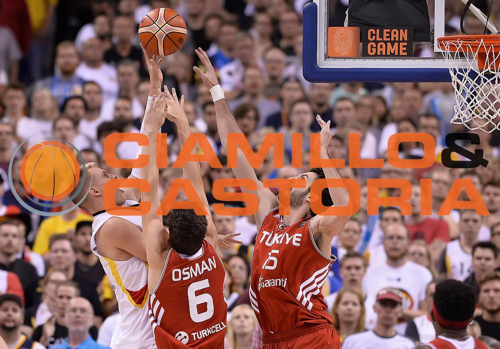 DESCRIZIONE : Berlino Berlin Eurobasket 2015 Group B Germany Turkey<br /> GIOCATORE : Cedi Osman Furkan Aldemir<br /> CATEGORIA : Difesa<br /> SQUADRA : Germany Turkey<br /> EVENTO : Eurobasket 2015 Group B<br /> GARA : Germany Turkey<br /> DATA : 08/09/2015<br /> SPORT : Pallacanestro<br /> AUTORE : Agenzia Ciamillo-Castoria/r.morgano<br /> Galleria : Eurobasket 2015<br /> Fotonotizia : Berlino Berlin Eurobasket 2015 Group B Germany Turkey