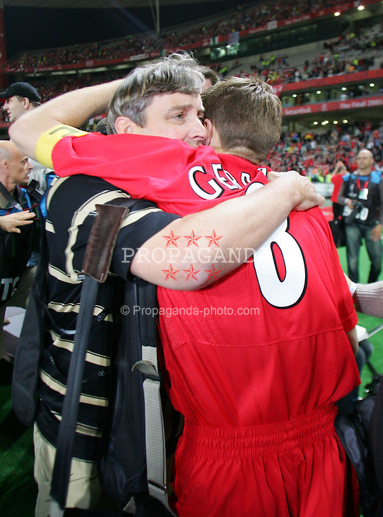 ISTANBUL, TURKEY - WEDNESDAY, MAY 25th, 2005: Liverpool Steven Gerrard celebrates with photographer John Powell after winning the European Cup after beating AC Milan on penalties during the UEFA Champions League Final at the Ataturk Olympic Stadium, Istanbul. (Pic by David Rawcliffe/Propaganda)
