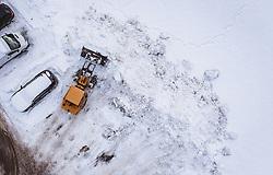 THEMENBILD - ein Bagger beim Schneeräumen, aufgenommen am 28. Januar 2019 in Kaprun, Oesterreich // an excavator clearing snow in Kaprun,  Austria on 2019/01/28. EXPA Pictures © 2019, PhotoCredit: EXPA/ JFK