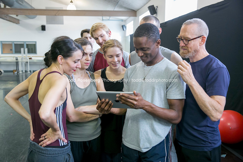 10/2/15 3:57:28 PM -- Hubbard Street Dance Chicago <br /> <br /> Choreographer William Forsythe in studio with the main company. <br /> <br /> . &copy; Todd Rosenberg Photography 2015