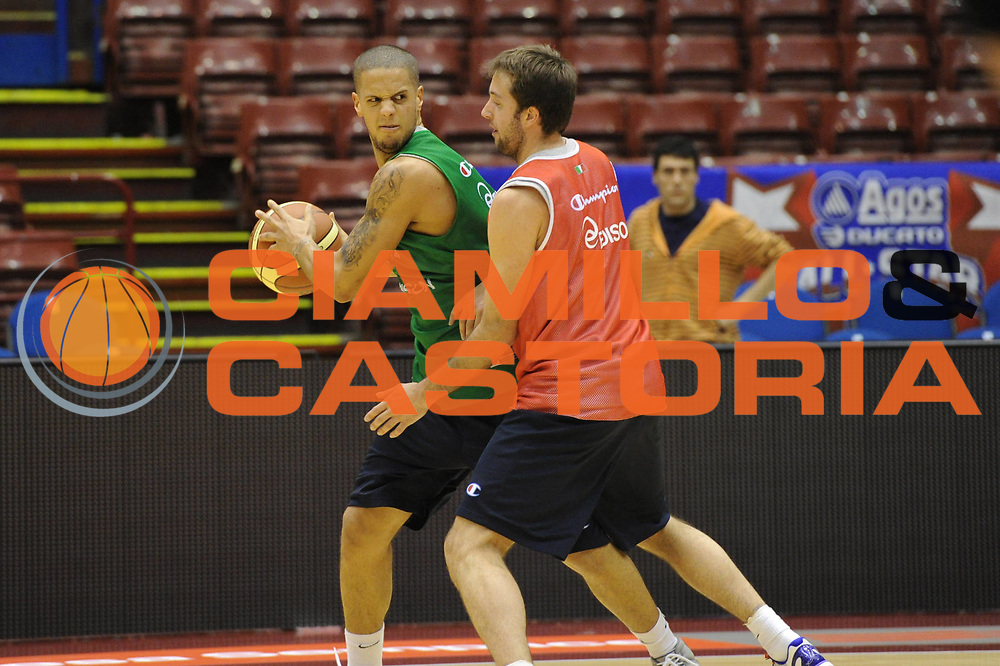 DESCRIZIONE : Milano Agos Ducato All Star Game 2011<br /> GIOCATORE : Daniel Hackett<br /> SQUADRA : Italia Nazionale Maschile<br /> EVENTO : All Star Game 2011<br /> GARA : Italia All Star Team<br /> DATA : 12/03/2011<br /> CATEGORIA :  Curiosita<br /> SPORT : Pallacanestro<br /> AUTORE : Agenzia Ciamillo-Castoria/Giulio Ciamillo<br /> Galleria : FIP Nazionali 2011<br /> Fotonotizia :  Milano Agos Ducato All Star Game 2011<br /> Predefinita :