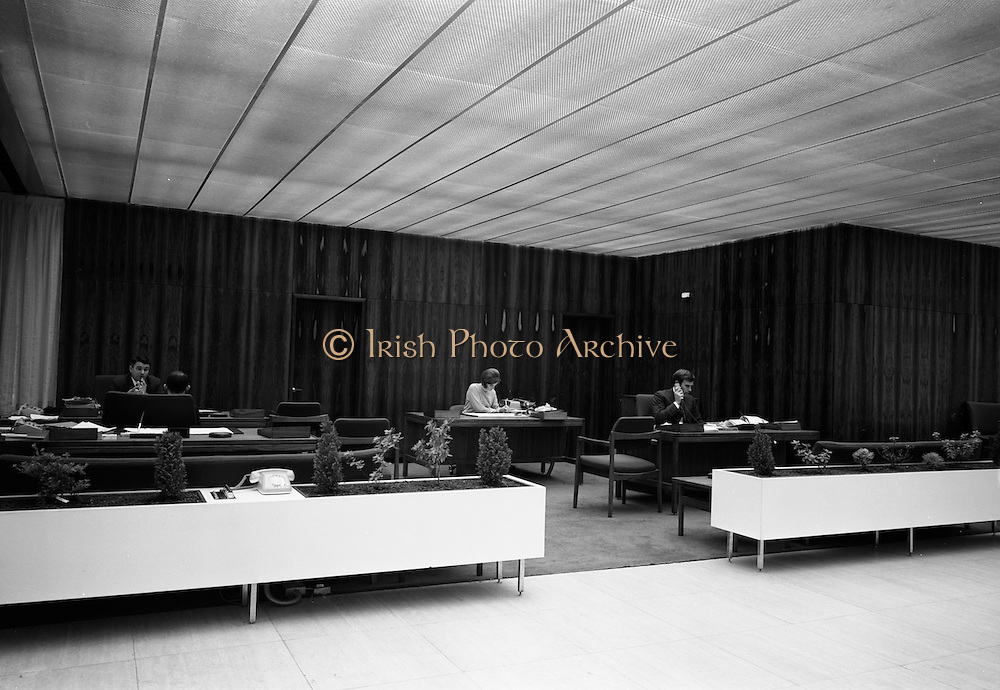 17/08/1967<br /> 08/17/1967<br /> 17 August 1967<br /> Interiors of the First National City Bank, St. Stephen's Green, Dublin. View of open plan office.