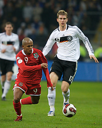 FRANKFURT, GERMANY - Wednesday, November 21, 2007: Wales' Robert Earnshaw and Germany's Per Mertesacker during the final UEFA Euro 2008 Qualifying Group D match at the Commerzbank Arena. (Pic by David Rawcliffe/Propaganda)