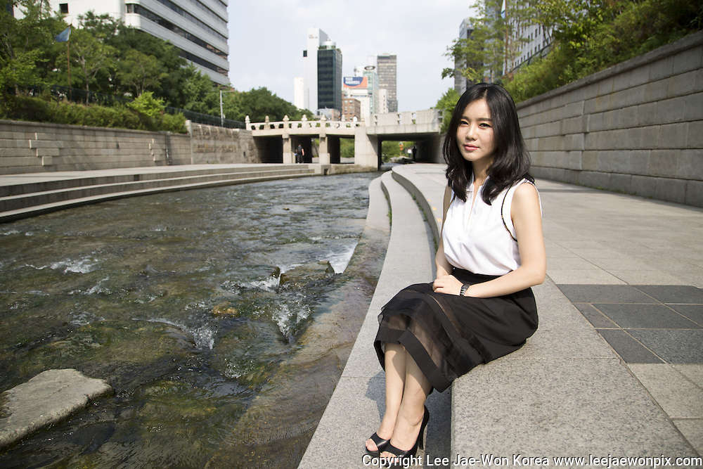 North Korean defector Hyeonseo Lee poses for a photo at the Cheonggyecheon stream in central Seoul, June 19, 2015.  Photo by Lee Jae-Won (SOUTH KOREA)  www.leejaewonpix.com