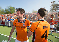 AMSTELVEEN -  Robert van de Horst van OZ en Sander Baart van OZ  na de beslissende finalewedstrijd om het Nederlands kampioenschap hockey tussen de mannen van Amsterdam en Oranje Zwart (2-3).  COPYRIGHT KOEN SUYK