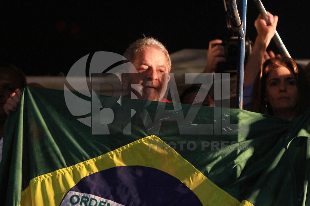SÃO PAULO,SP, 18.03.2016 - MANIFESTAÇÃO A FAVOR GOVERNO DILMA E  EX-PRES LULA - O ex-Presidente Luiz Inacio Lula da Silva discursa emm manifestação. Manifestantes ocupam Avenida Paualista na tarde desta sexta-feira dia 18 a favor do Ex-Presidente Lua e contra o Impeachment da atula presidente Dilma (foto: Amauri Nehn/Brazil Photo Press)