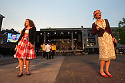 In Utrecht wordt in de volkswijk Ondiep de generale repetitie van de volksopera gehouden. Tijdens de opera vertellen inwoners het verhaal van de wijk op de melodie van klassieke operastukken. Met de opera wil de stichting Volksopera de sociale cohesie in een buurt verbeteren. Eerder was er al een volksopera in de Amsterdamse volkswijken Tuindorp Oostzaan en Floradorp.<br /> <br /> In Utrecht residents of the class neighborhood Ondiep tell the story of their district via an opera. The opera is set up to stimulate the social cohesion between the people in the neighborhoods.