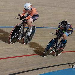 28-12-2018: Wielrennen: NK Baan: Apeldoorn<br />Amy Pieters prolongeerd haar titel op de achtervolging bij de vrouwen. door Loes Adegeest in te halen