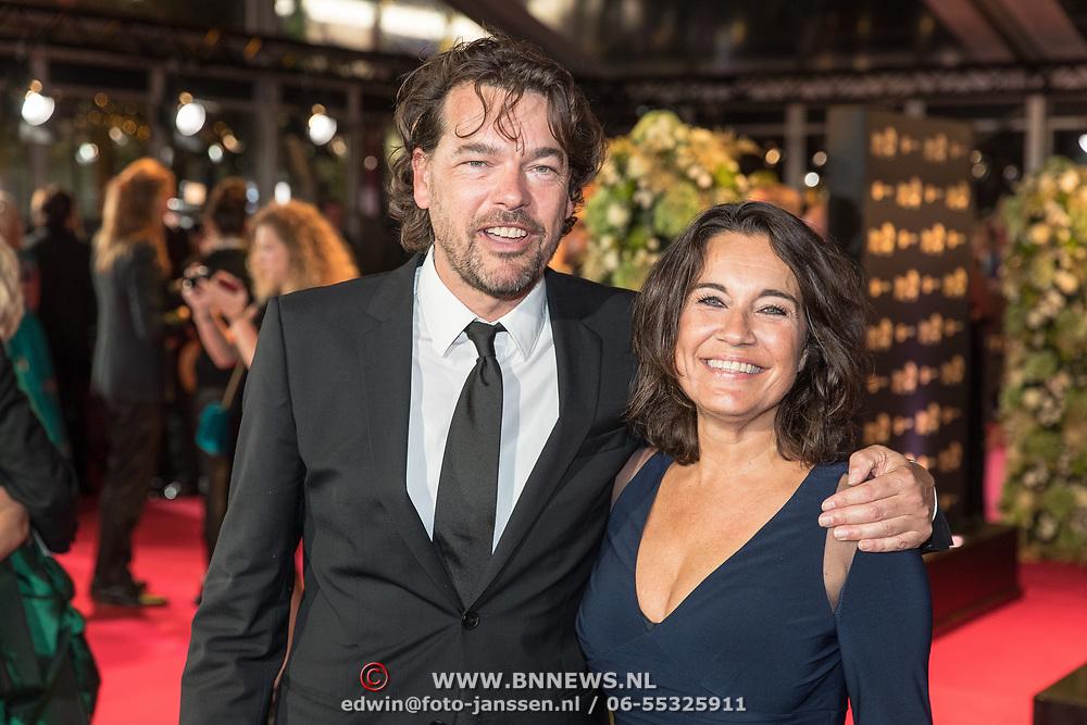 NLD/Amsterdam/20171012 - Televizier-ring Gala 2017, Dione de Graaff en partner Nando Boers