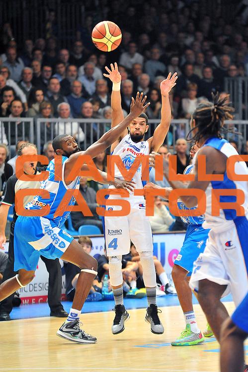 DESCRIZIONE : Cantu&rsquo; Lega A 2014-2015 Acqua Vitasnella Cantu&rsquo; Banco di Sardegna Sassari<br /> GIOCATORE : James Feldeine<br /> CATEGORIA : passaggio<br /> SQUADRA : Acqua Vitasnella Cantu'<br /> EVENTO : Campionato Lega A 2014-2015<br /> GARA : Acqua Vitasnella Cantu&rsquo; Banco di Sardegna Sassari<br /> DATA : 09/11/2014<br /> SPORT : Pallacanestro<br /> AUTORE : Agenzia Ciamillo-Castoria/S.Ceretti<br /> GALLERIA : Lega Basket A 2014-2015<br /> FOTONOTIZIA : Cantu&rsquo; Lega A 2014-2015 Acqua Vitasnella Cantu&rsquo; Banco di Sardegna Sassari<br /> PREDEFINITA :