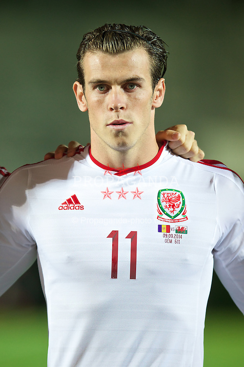 ANDORRA LA VELLA, ANDORRA - Tuesday, September 9, 2014: Wales' Gareth Bale lines-up before the opening UEFA Euro 2016 qualifying match against Andorra at the Camp d'Esports del M.I. Consell General. (Pic by David Rawcliffe/Propaganda)