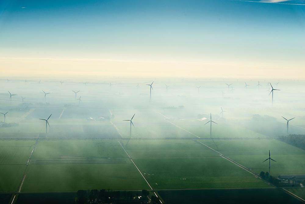 Nederland, Flevoland, Lelystad, 04-11-2018; energielandschap: windmolens in de ochtendnevel, Oostelijk Flevoland, ter hoogte van Maxima centrale en gezien vanaf de IJsselmeerdijk<br /> Energy landscape, wind turbins in the morning haze.<br /> <br /> luchtfoto (toeslag op standaard tarieven);<br /> aerial photo (additional fee required);<br /> copyright© foto/photo Siebe Swart