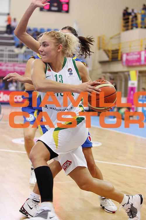 DESCRIZIONE : Lanciano Italy Italia Eurobasket Women 2007 Lituania Romania Lithuania Romania <br /> GIOCATORE : Sandra Valuzyte <br /> SQUADRA : Lituania Lithuania <br /> EVENTO : Eurobasket Women 2007 Campionati Europei Donne 2007<br /> GARA : Lituania Romania Lithuania Romania <br /> DATA : 25/09/2007 <br /> CATEGORIA : Penetrazione <br /> SPORT : Pallacanestro <br /> AUTORE : Agenzia Ciamillo-Castoria/S.Silvestri <br /> Galleria : Eurobasket Women 2007 <br /> Fotonotizia : Lanciano Italy Italia Eurobasket Women 2007 Lituania Romania Lithuania Romania <br /> Predefinita :