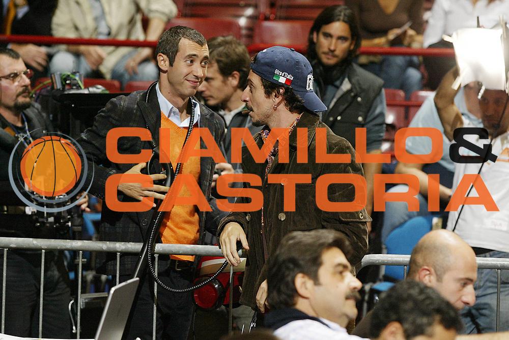 DESCRIZIONE : Milano Lega A1 2006-07 Armani Jeans Milano TdShop Livorno<br /> GIOCATORE : Luca Bizzarri Paolo Kessisoglu Film<br /> SQUADRA : Armani Jeans Milano<br /> EVENTO : Campionato Lega A1 2006-2007 <br /> GARA : Armani Jeans Milano TdShop Livorno <br /> DATA : 08/10/2006 <br /> CATEGORIA : Curiosita<br /> SPORT : Pallacanestro <br /> AUTORE : Agenzia Ciamillo-Castoria/G.Cottini