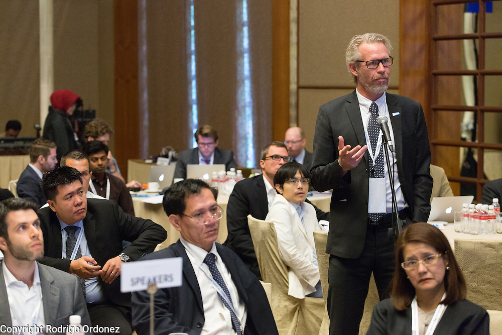 Dr Knut L&ouml;nnroth, Senior Medical Officer for the WHO (right), asks a question at the global summit on diabetes and tuberculosis in Bali, Indonesia, on November 2, 2015.<br /> The increasing interaction of TB and diabetes is projected to become a major public health issue.&nbsp;The summit gathered a hundred public health officials, leading researchers, civil society representatives and business and technology leaders, who committed to take action to stop this double threat. (Photo: Rodrigo Ordonez for The Union)
