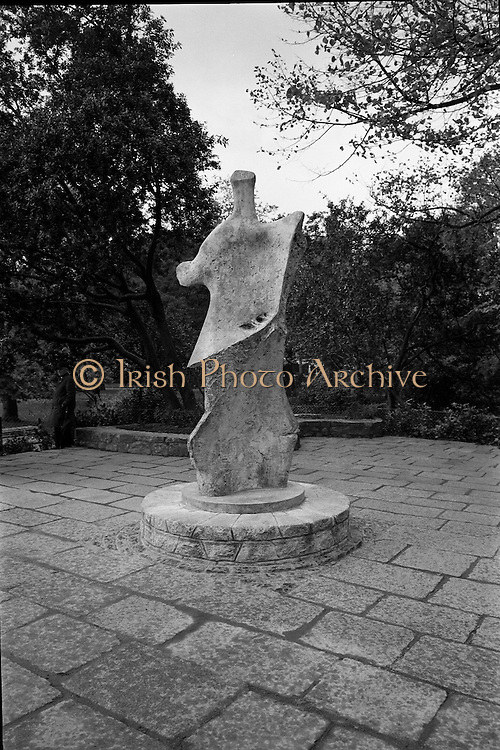 Unveiling of W.B. Yeats Memorial by An Taoiseach Jack Lynch at Stephen's Green, Dublin. The bronze sculpture is by Henry Moore..26.10.1967