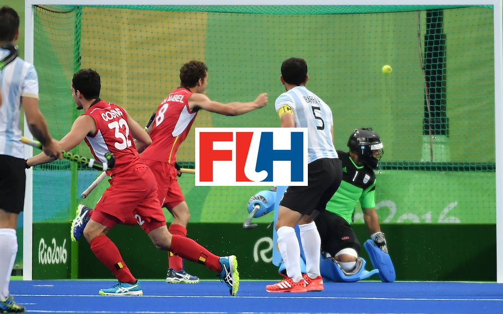 Belgium's Tanguy Cosyns (L) scores goal during the men's Gold medal field hockey Belgium vs Argentina match of the Rio 2016 Olympics Games at the Olympic Hockey Centre in Rio de Janeiro on August 18, 2016. / AFP / Pascal GUYOT        (Photo credit should read PASCAL GUYOT/AFP/Getty Images)