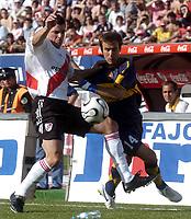 08/10/06 -Bs.As. - Argentina - RIVER PLATE (3) Vs. BOCA Jrs. (1) in the Argentine Football Derby . Match at the River Plate Monumental Stadium.<br /> Here River Plate player EDUARDO TUZZIO and Boca Jrs. RODRIGO PALACIO<br />  Torneo Apertura 2006/2007.<br /> © Argenpress.com / PikoPress