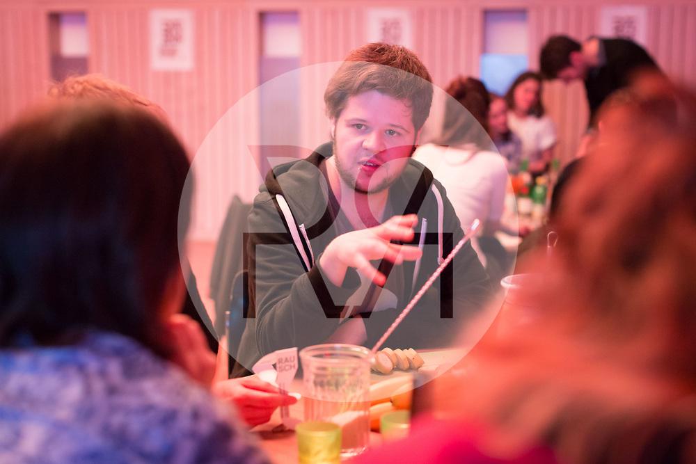 SCHWEIZ - ZÜRICH - Koni Wäch, Eve&Rave Schweiz; am science+fiction bei Karl: Rauschlabor - Drinks und Debatten, im Karl der Grosse - 22. März 2018 © Raphael Hünerfauth - http://huenerfauth.ch