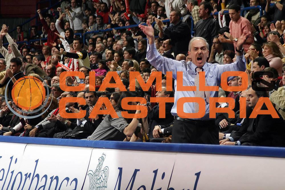 DESCRIZIONE : MILANO CAMPIONATO LEGA A1 2004-2005<br /> GIOCATORE : NATALI<br /> SQUADRA : ARMANI JEANS MILANO<br /> EVENTO : CAMPIONATO LEGA A1 2004-2005<br /> GARA : ARMANI JEANS MILANO-CLIMAMIO BOLOGNA<br /> DATA : 05/02/2005<br /> CATEGORIA : Esultanza<br /> SPORT : Pallacanestro<br /> AUTORE : AGENZIA CIAMILLO &amp; CASTORIA/G.COTTINI