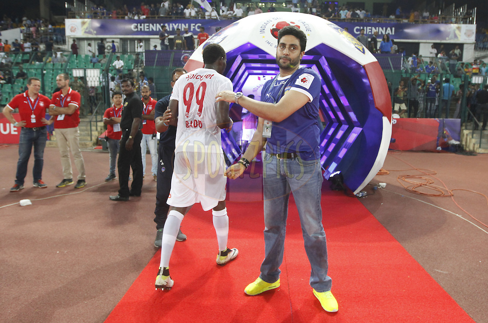 Abhishek Bachchan owner of Chennaiyin FC with player  after the match 6 of the Indian Super League (ISL) season 3 between Chennaiyin FC and Delhi Dynamos FC held at the Jawaharlal Nehru Stadium in Chennai, India on the 6th October 2016.<br /> <br /> Photo by Arjun Singh / ISL/ SPORTZPICS