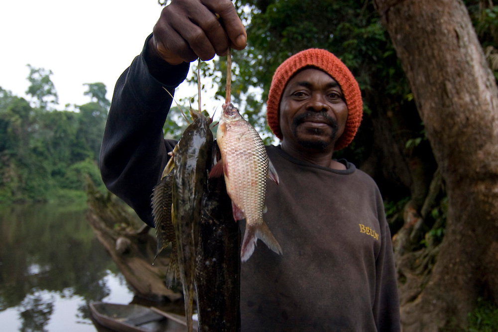 Djoum, Cameroon - June 22, 2008 - Fishermen carve out a sustainable living on the Dja River with help from Living Earth, a UK-based NGO working in Cameroon. ..Photos by Will Nunnally / Will Nunnally Photography