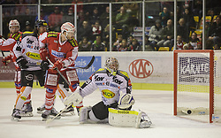 18.12.2015, Stadthalle, Klagenfurt, AUT, EBEL, EC KAC vs Dornbirner Eishockey Club, 32. Runde, im Bild Thomas Pöck (EC KAC, #22), Michael Caruso (Dornbirner Eishockey Club, #24), Jean-François Jacques (EC KAC, #39),, Florian Hardy (Dornbirner Eishockey Club, #49) // during the Erste Bank Eishockey League 32nd round match match betweeen EC KAC and Dornbirner Eishockey Club at the City Hall in Klagenfurt, Austria on 2015/12/18. EXPA Pictures © 2015, PhotoCredit: EXPA/ Gert Steinthaler