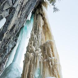 Nathalie Fortin ice climbing Souvenir d'Enface in Pont-Rouge, Quebec