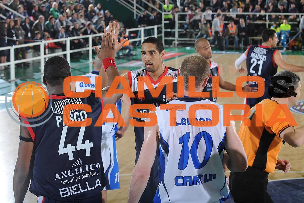 DESCRIZIONE : Avellino Final 8 Coppa Italia 2010 Quarto di Finale NGC Medical Cantu Angelico Biella<br /> GIOCATORE : Parvis Pasco Kieron Achara<br /> SQUADRA : Angelico Biella<br /> EVENTO : Final 8 Coppa Italia 2010 <br /> GARA : NGC Medical Cantu Angelico Biella<br /> DATA : 19/02/2010<br /> CATEGORIA : esultanza<br /> SPORT : Pallacanestro <br /> AUTORE : Agenzia Ciamillo-Castoria/GiulioCiamillo<br /> Galleria : Lega Basket A 2009-2010 <br /> Fotonotizia : Avellino Final 8 Coppa Italia 2010 Quarto di Finale NGC Medical Cantu Angelico Biella<br /> Predefinita :