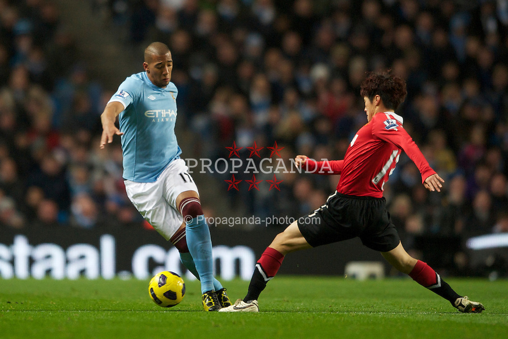 MANCHESTER, ENGLAND - Wednesday, November 10, 2010: Manchester City's Jerome Boateng and Manchester United's Ji-Sung Park during the Premiership match at the City of Manchester Stadium. (Pic by: Chris Brunskill/Propaganda)