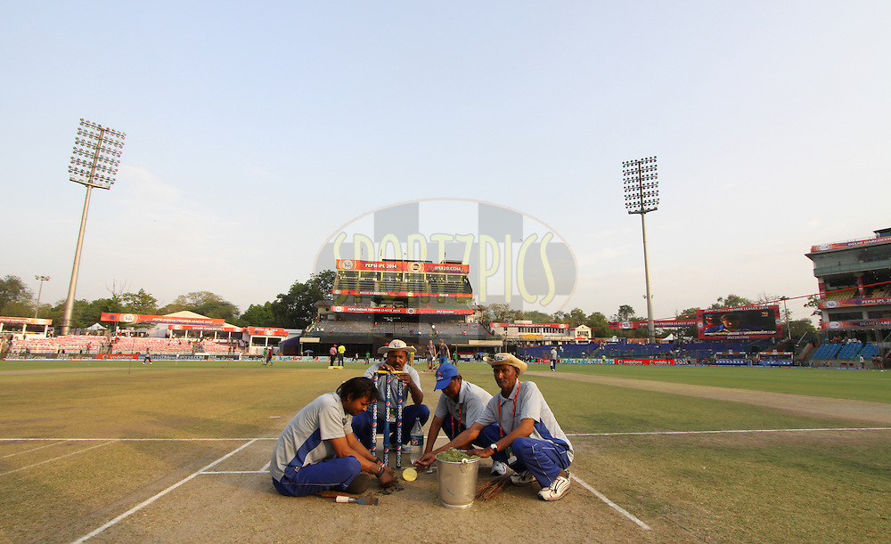Ground staff on ground during match 26 of the Pepsi Indian Premier League Season 2014 between the Delhi Daredevils and the Chennai Superkings held at the Ferozeshah Kotla cricket stadium, Delhi, India on the 5th May  2014<br /> <br /> Photo by Arjun Panwar / IPL / SPORTZPICS<br /> <br /> <br /> <br /> Image use subject to terms and conditions which can be found here:  http://sportzpics.photoshelter.com/gallery/Pepsi-IPL-Image-terms-and-conditions/G00004VW1IVJ.gB0/C0000TScjhBM6ikg