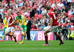 Norwich City's Gary O'Neil Shoots  - Photo mandatory by-line: Joe Meredith/JMP - Mobile: 07966 386802 - 25/05/2015 - SPORT - Football - London - Wembley Stadium - Middlesbrough v Norwich - Sky Bet Championship - Play-Off Final