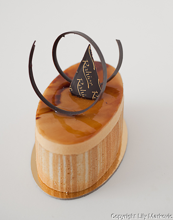 Beautifully designed Cheese Cake