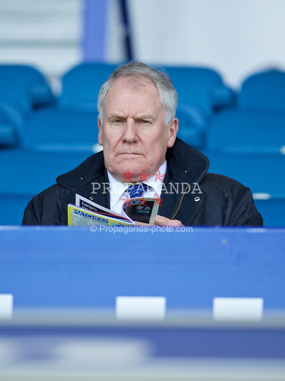 LIVERPOOL, ENGLAND - Sunday, April 26, 2015: Everton's former manager Joe Royle before the Premier League match against Manchester United at Goodison Park. (Pic by David Rawcliffe/Propaganda)