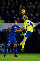 LEICESTER, ENGLAND - Boxing Day Monday, December 26, 2016: Everton's Tom Davies in action against Leicester City's Leonardo Ulloa during the FA Premier League match at Filbert Way. (Pic by David Rawcliffe/Propaganda)
