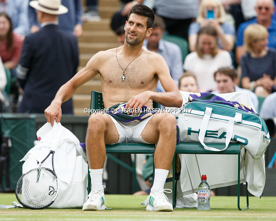 NOVAK DJOKOVIC (SRB) sitzt mit nacktem Oberkoerper auf seinem Stuhl waehrend der Spielpause und laechelt,Mimik,<br /> <br /> Tennis - Wimbledon 2017 - Grand Slam ITF / ATP / WTA -  AELTC - London -  - Great Britain  - 11 July 2017.