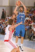 BORMIO 01 AGOSTO 2007<br /> BASKET NAZIONALE ITALIANA<br /> ITALIA-CROAZIA<br /> NELLA FOTO: BASILE<br /> FOTO CIAMILLO-CASTORIA
