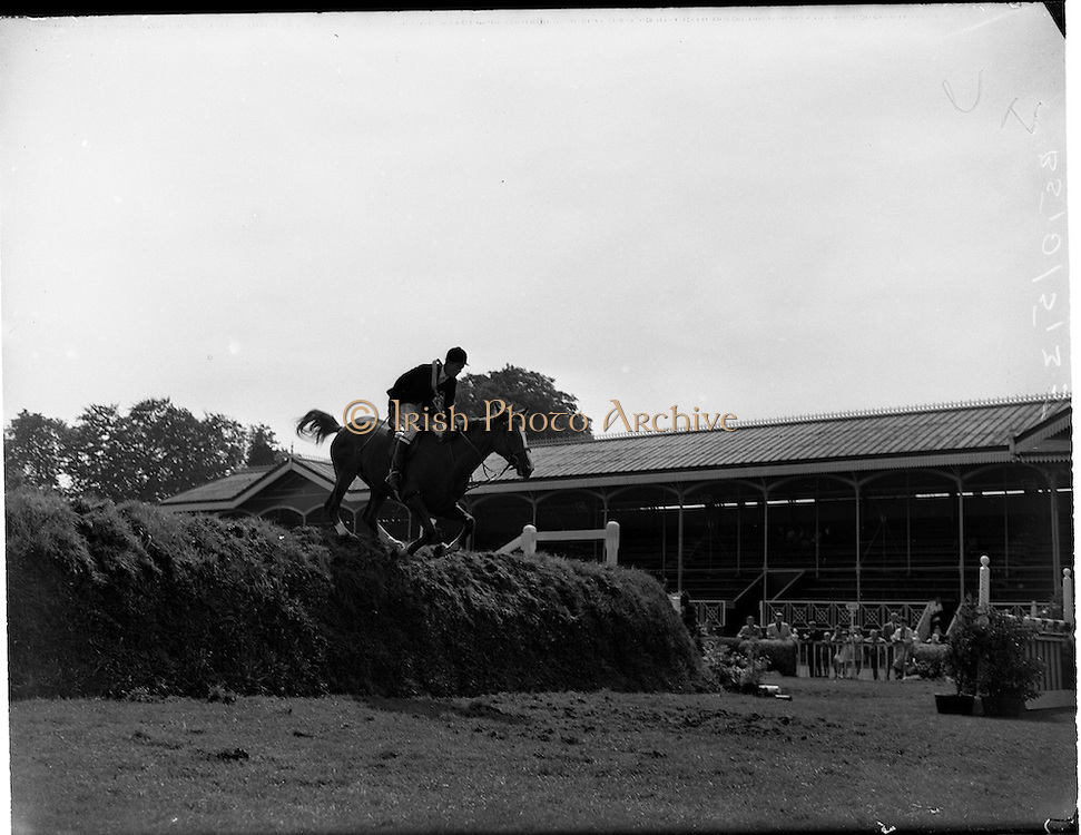 """04/08/1960<br /> 08/04/1960<br /> 04 August 1960<br /> R.D.S Horse Show Dublin (Thursday). William McCully's horse """"On Speck"""" taking part in the final jump-off in Competition """"F"""" over the permanent course at Ballsbridge, Dublin."""