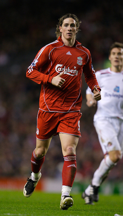 LIVERPOOL, ENGLAND - Saturday, February 2, 2008: Liverpool's Fernando Torres in action against Sunderland during the Premiership match at Anfield. (Photo by David Rawcliffe/Propaganda)