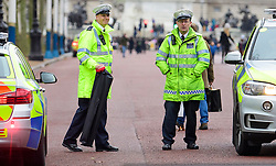 © Licensed to London News Pictures. 21/12/2016. London, UK. Police carrying what appears to be a STINGER DEVICE to puncture tyres during road closures around Buckingham Palace in London at the time of Changing of the Guard ceremony. The extra closures have come in to place following a terrorist attack using a vehicle in Berlin.  Photo credit: Ben Cawthra/LNP