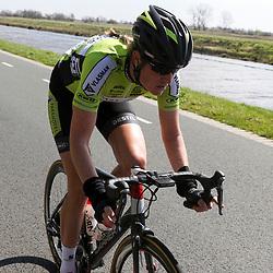 16-04-2016: Wielrennen: IJsseldelta Topcompetitie vrouwen: Zwolle<br />ZWOLLE (NED) wielrennen <br />Wind was in deze editie de grootste tegenstanders van de vrouwen. Vera Koedooder was duidelijk in haar element tijdens de Omloop vna de Ijsseldelta