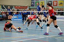 20170430 NED: Eredivisie, VC Sneek - Sliedrecht Sport: Sneek<br />Klaske Sikkes (10) of VC Sneek, Carlijn Ghijssen - Jans (10) of Sliedrecht Sport <br />&copy;2017-FotoHoogendoorn.nl / Pim Waslander