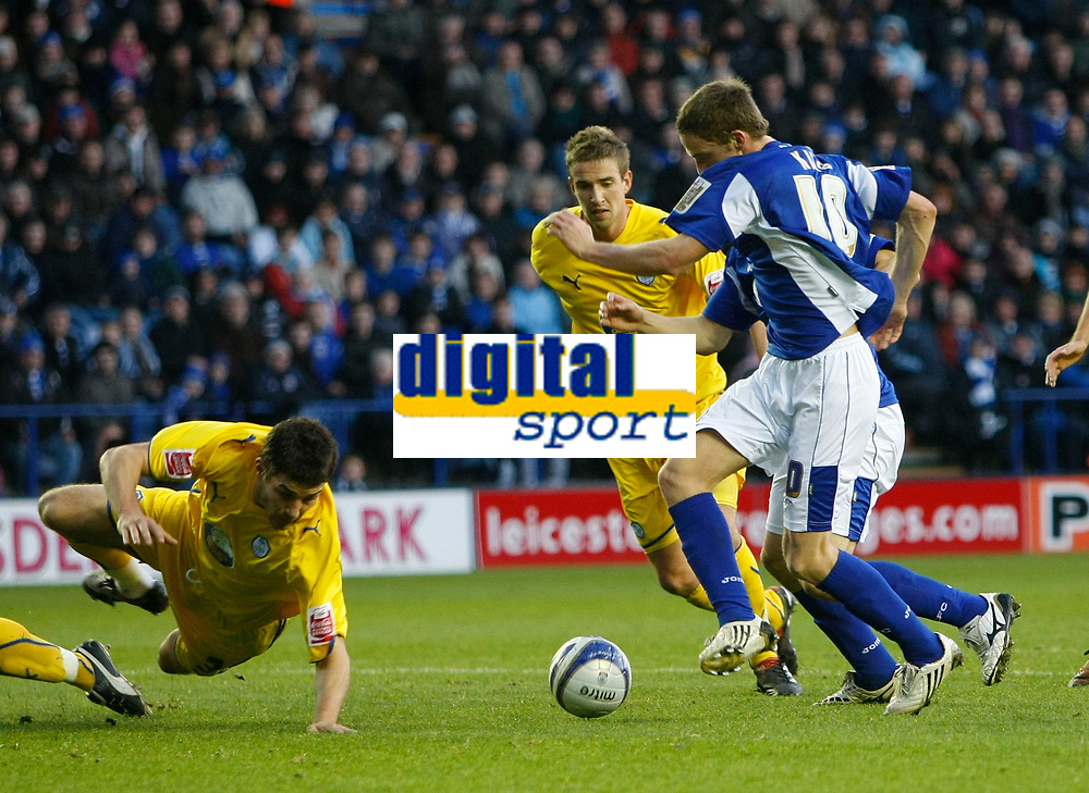 Photo: Steve Bond/Richard Lane Photography. Leicester City v Sheffield Wednesday. Coca Cola Championship. 12/12/2009. Andy King (front) is set up by Matty Fryatt (obscured) to score the 2nd