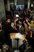 25 APR 2005, BERLIN/GERMANY:<br /> Joschka Fischer, B90/Gruene, Bundesaussenminister, gibt dem Fernsehsender Phoenix, umringt von Kameraleuten  Fotografen und Journalisten,  ein Statement, nach von Fischers Vernehmung durch den 2. Untersuchungsausschuss des Deutschen Bundestages, dem sog. Visa-Ausschuss, vor dem Anhoerungssaal, Marie-Elisabeth-Lueders-Haus, Deutscher Bundestag<br /> IMAGE: 20050425-01-075<br /> KEYWORDS: Zeuge, Zeugenvernehmung, Camera, Kamera, Journalist, Mikrofon, microphone, Visa-Affäre, Visa-Affaere