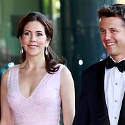 NLD/Amsterdam/20110527 - 40ste verjaardag Prinses Maxima, Prinses Mary en Prins Frederik van Denemarken